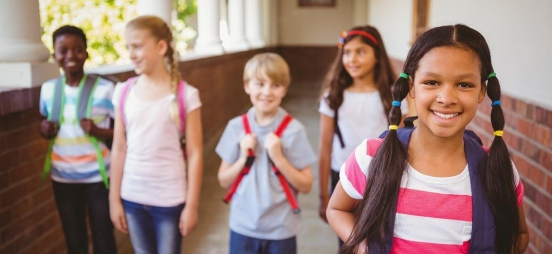 Mudar de escola dá medo mesmo; entender esse sentimento é uma das estratégias que os pais devem adotar - Shutterstock