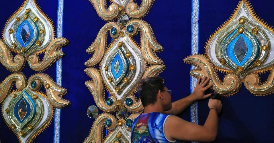 Beija-Flor segue com força total nos últimos preparativos para o desfile