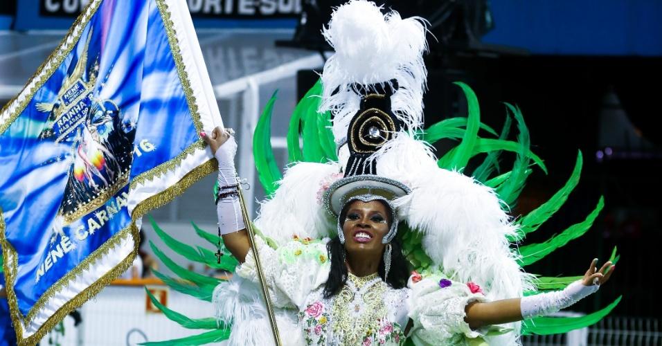 6.fev.2016 - Porta-bandeira da Nenê de Vila Matilde desfila na primeira noite de Carnaval de São Paulo