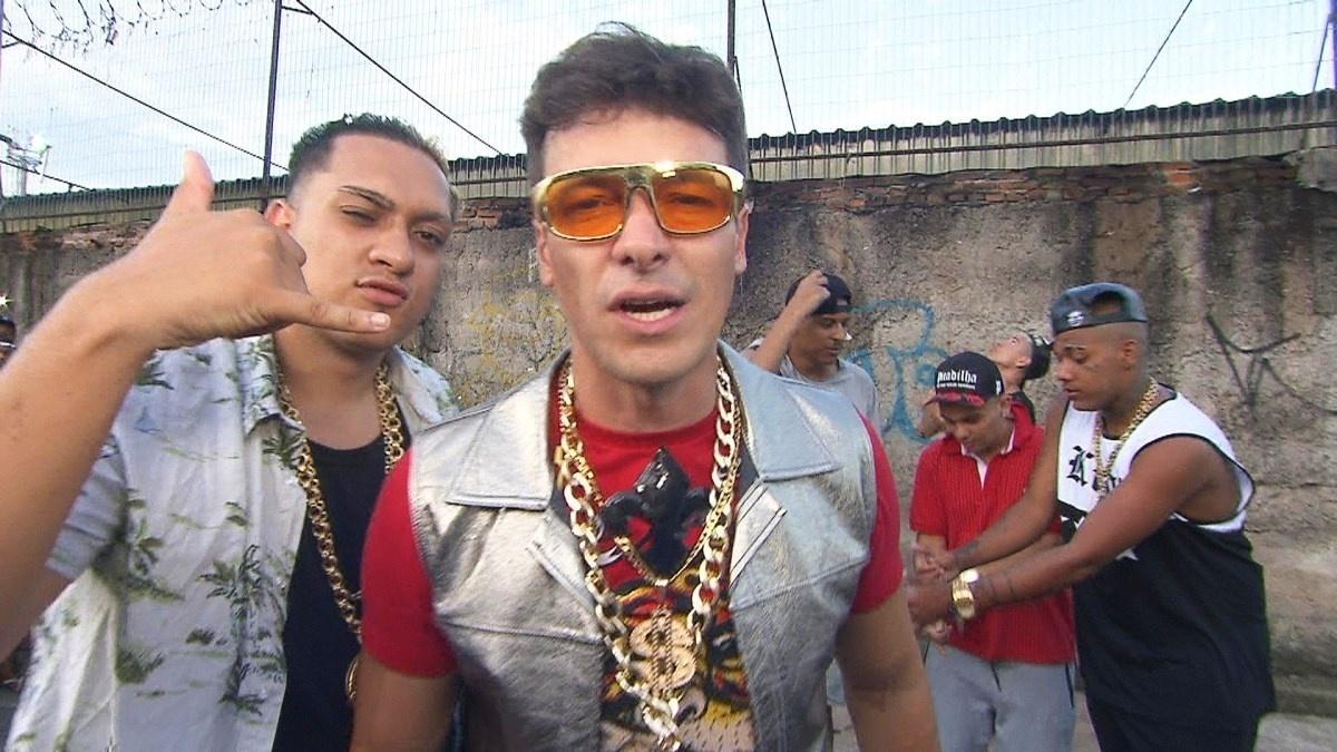 """Rodrigo Faro se transforma em funkeiro ostentação e grava clipe com MC Bin Laden para o """"Hora do Faro"""" do próximo domingo (28)"""