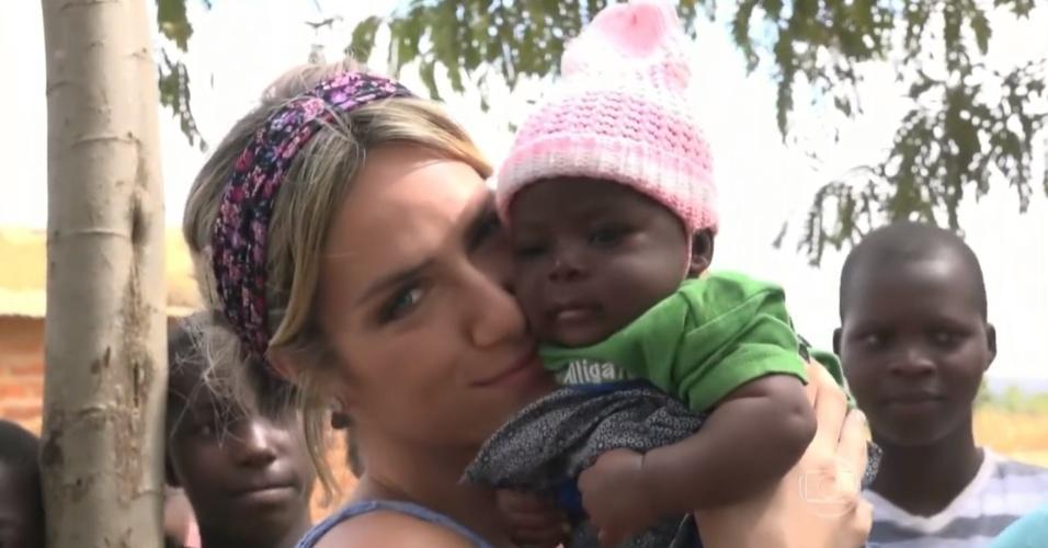 Giovanna Ewbank na África