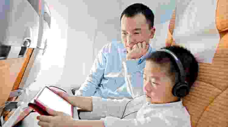 Criança Ipad avião - Getty Images - Getty Images