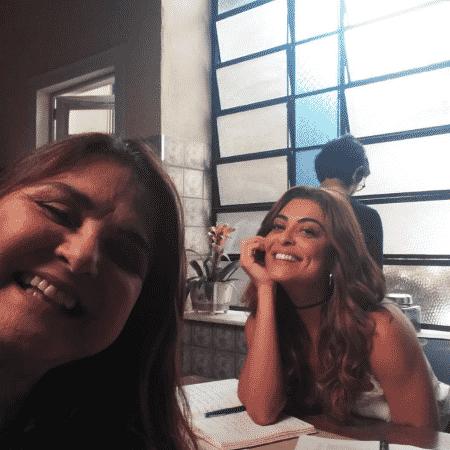 """Elizangela e Juliana Paes nos bastidores de """"A Força do Querer"""" - Reprodução/Instagram/atrizelizangela"""