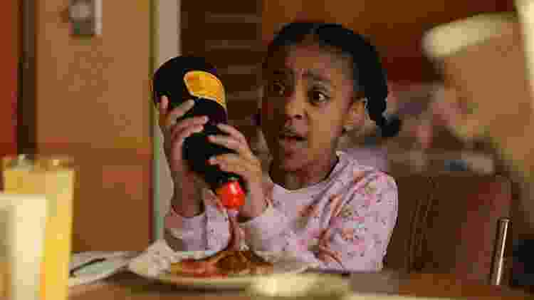 """Priah Ferguson é Erica, a irmã pentelha de Lucas em """"Stranger Things"""" - Divulgação - Divulgação"""