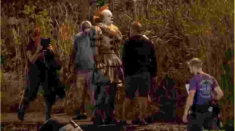 Bill Skarsgard aparece como Pennywise no set de It 2 - Reprodução/Just Jared - Reprodução/Just Jared