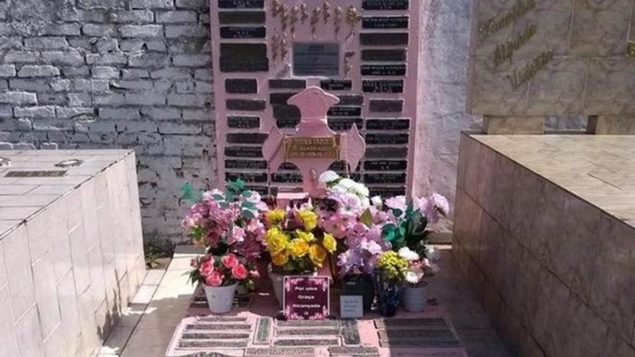 Mais de 130 anos após sua morte, o túmulo de Ana Rosa continua sendo cuidado por moradores da cidade - SECRETARIA DE TURISMO DE BOTUCATU