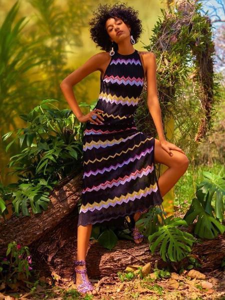64e952143 Um dos vestidos com a icônica padronagem zigue-zague, marca registrada da  grife italiana Missoni, que lança coleção em parceria com a C&A Imagem:  Divulgação