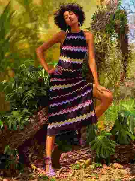 Um dos vestidos com a icônica padronagem zigue-zague, marca registrada da grife italiana Missoni, que lança coleção em parceria com a C&A - Divulgação