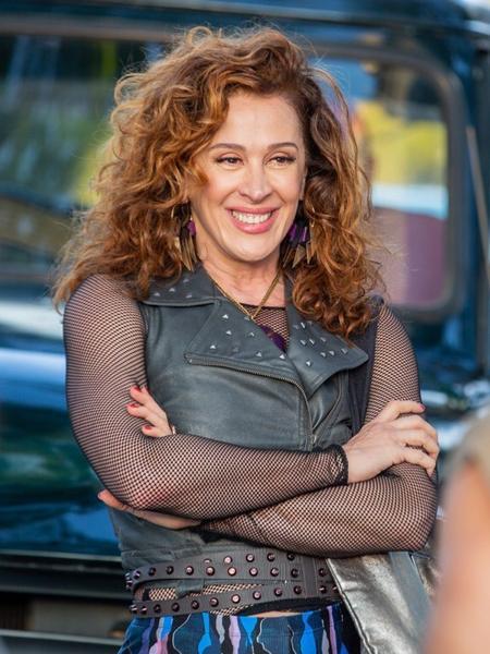 Claudia Raia, como uma das protagonistas, em cena da novela Verão 90 - Reprodução/Instagram/@claudiaraia