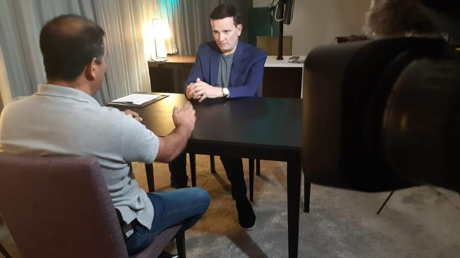 "Roberto Cabrini entrevista testemunha-chave do caso Marielle no ""Conexão Repórter"" - SBT"