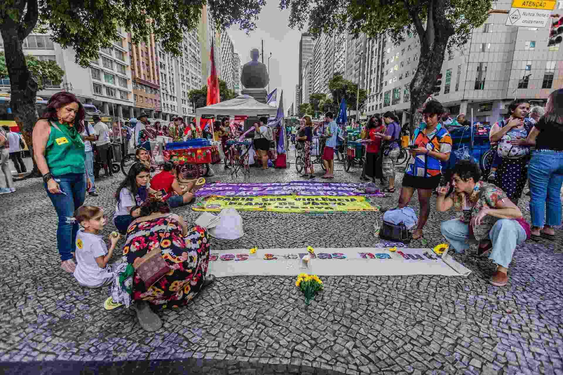 Ato na manhã de hoje começou na Candelária e foi até a Cinelândia, no centro da cidade do Rio de Janeiro - MAGA JR/O FOTOGRÁFICO/ESTADÃO CONTEÚDO