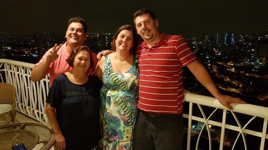 Da esq. para dir., o irmão Vitor, a mãe Elza, Roseli e o irmão caçula, Emerson - Arquivo pessoal