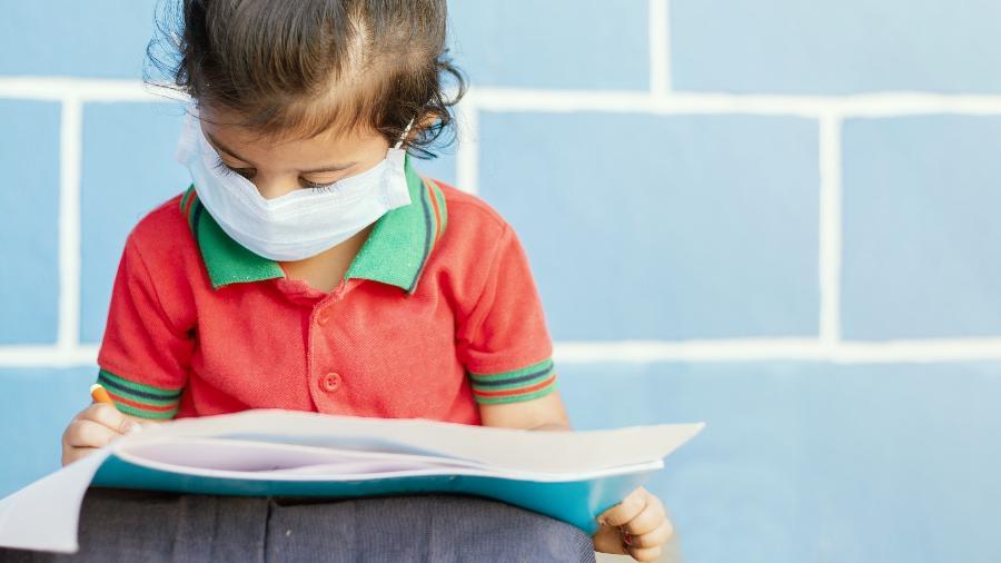 Levantamento do Banco Mundial aponta que 720 milhões de crianças são afetadas pelo fechamento ou abertura parcial das escolas - iStock