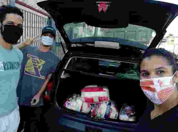 A mineira Santuzza de Souza distribui cestas básicas para profissionais do sexo em Guaicurus (BH) - Arquivo pessoal - Arquivo pessoal