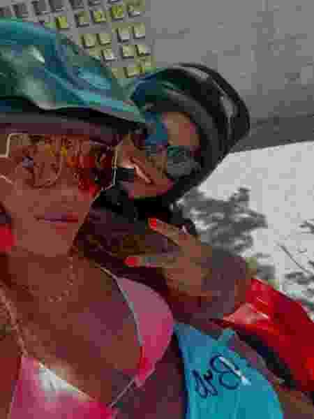 Ludmilla e Brunna Gonçalves andando de quadriciclo em Arraial do Cabo (RJ) - Reprodução/Instagram