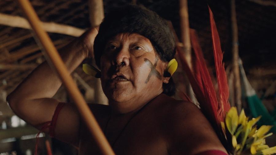 """Davi Kopenawa Yanomami em cena do documentário """"A Última Floresta"""", de Luiz Bolognesi - Pedro J Marquez/Divulgação"""