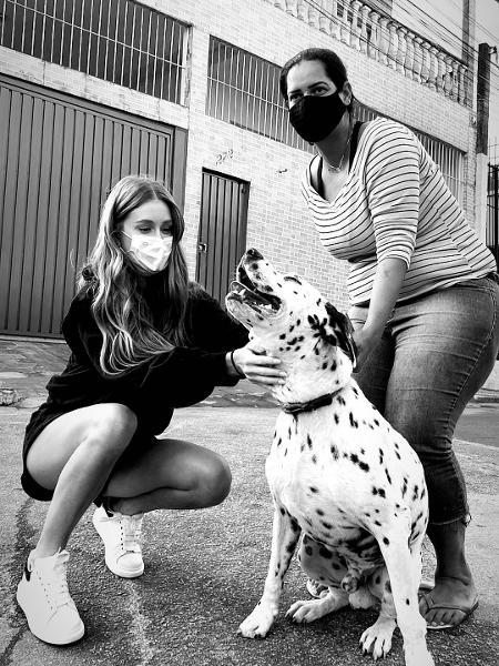 Marina Ruy Barbosa e a amiga Julia Tonon buscaram pet - Reprodução/Instagram @marinaruybarbosa