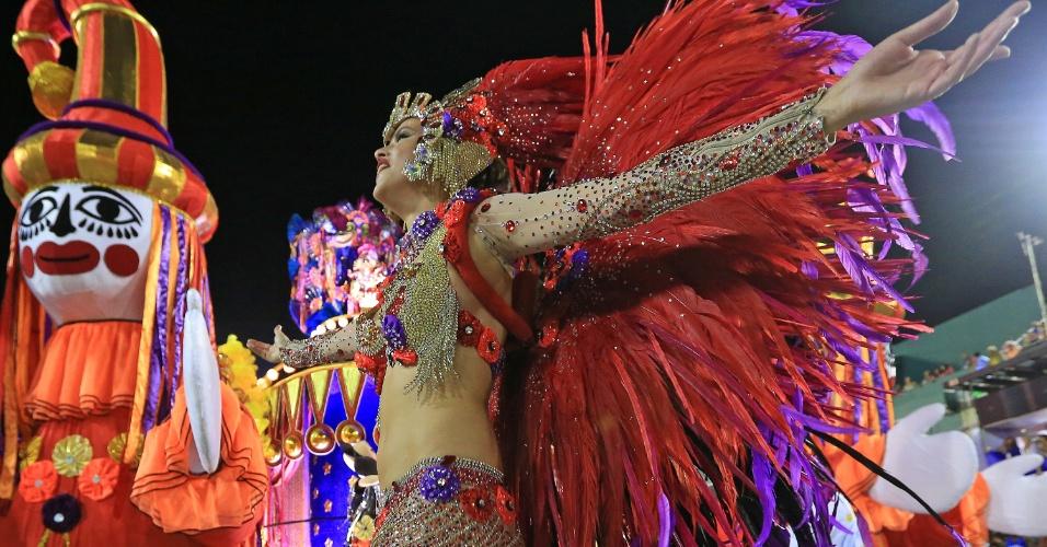 """8.fev.2016 - Agatha Moreira estreia no Carnaval como destaque da Vila Isabel, cujo samba-enredo traz o tema """"Memórias do Pai Arraia - Um Sonho Pernambucano, um Legado Brasileiro"""""""