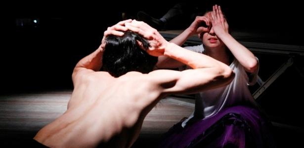 """""""Feche os olhos para olhar"""" convida o público a uma experiência de  """"descondicionamento do olhar"""" - Divulgação/Elenize Dezgeniski"""