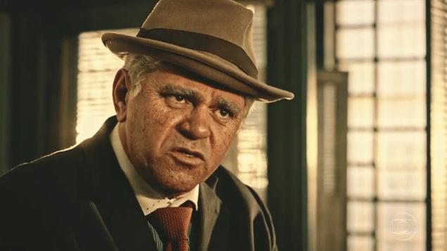 Batoré interpreta o delegado Queiroz em