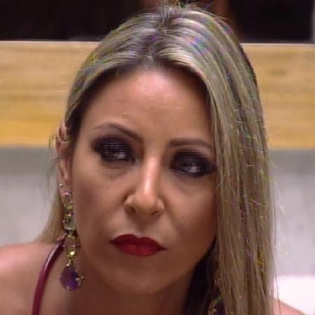"""A advogada Francieli Medeiros na casa do """"BBB15"""" - Reprodução/TV Globo"""