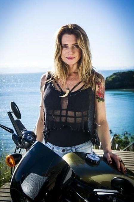 "Letícia Spiller viveu Lenita, irmã de Ralf Tattoo e dona do bar Rota 94, na novela ""Sol Nascente"""