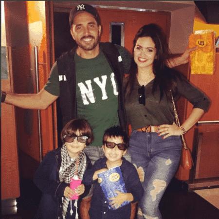 Latino com Suzanna, Bernardo e Matheus, seus filhos - Reprodução/Instagram/latino