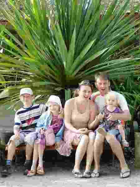 Daniella, os filhos, André, Maria Laura e Catarina, e o marido Tiago - Arquivo pessoal