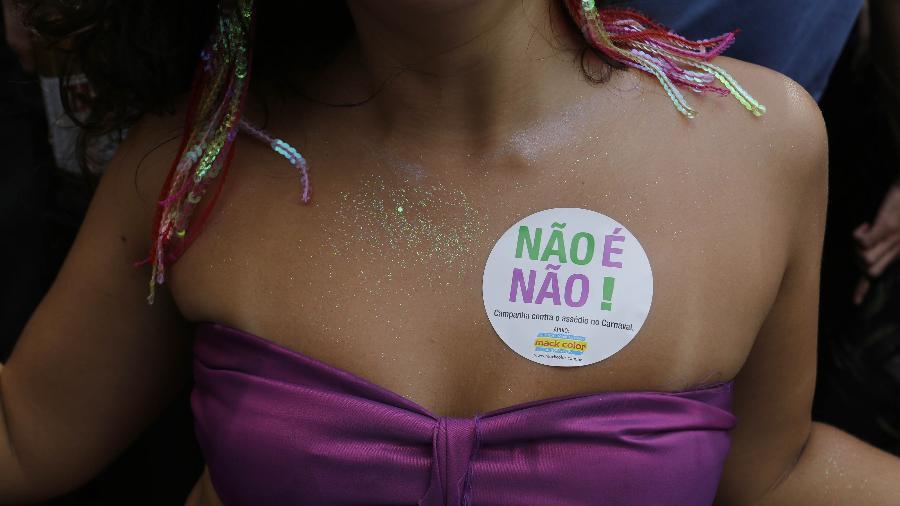 Adesivos contra o assédio usados durante o Carnaval de São Paulo - Nelson Antoine/UOL