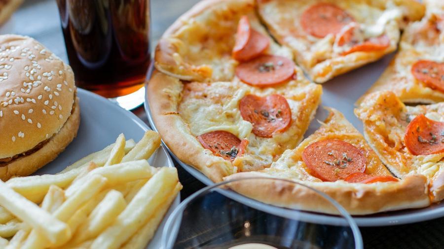 que engorda menos pizza ou hamburguer