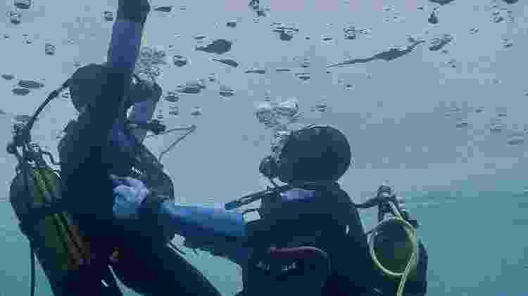 Mergulhando no gelo - Andy Parant/Val Thorens - Andy Parant/Val Thorens