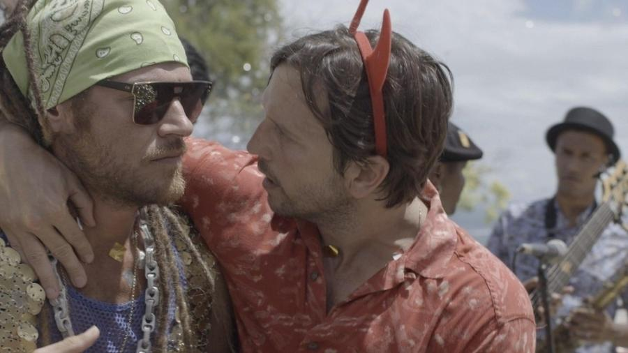 """Os irmãos Beto e Remy discutem no primeiro capítulo de """"Segundo Sol"""" - Reprodução/Globo"""