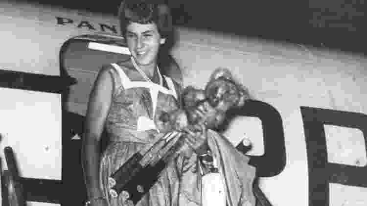 Maria Esther Bueno chegando na Inglaterra em 1959 - Folhapress - Folhapress
