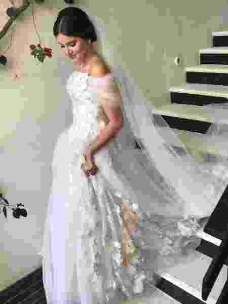 A estilista Lethicia Bronstein mostrou em seu Instagram o vestido de noiva de Camila Queiroz - Reprodução/Instagram/lebronstein - Reprodução/Instagram/lebronstein