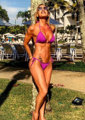 Adriana Miranda diz que precisa ter muita disciplina e determinação para não sair da dieta e manter a boa forma aos 62 anos