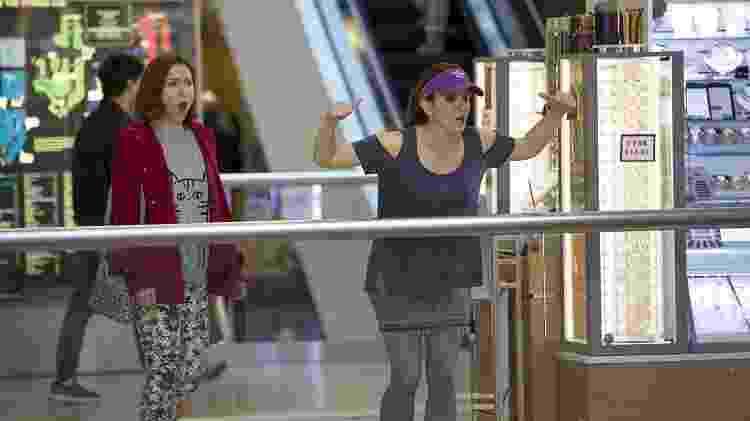 """Ellie Kemper e Tina Fey em """"Unbreakable Kimmy Schmidt"""" - Divulgação/IMDb - Divulgação/IMDb"""
