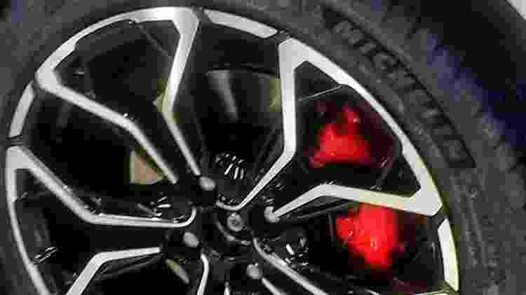 Rodas exibem novo desenho e acabamento diamantado. Aparentemente, seguem com 17 polegadas - Reprodução