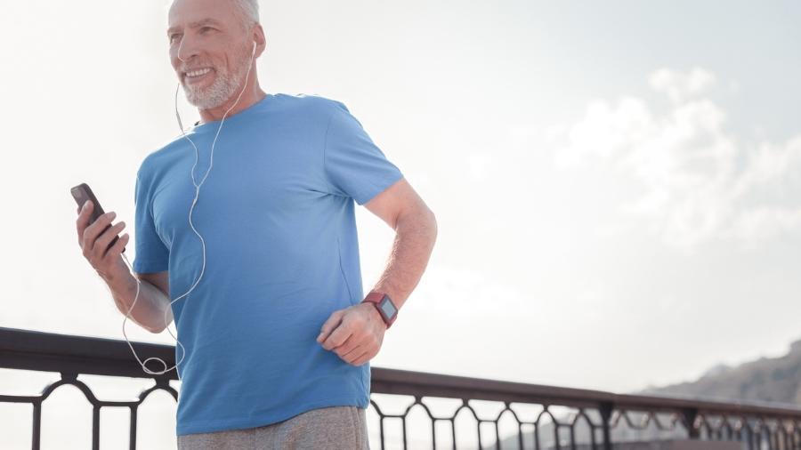 Praticar exercícios regularmente é um dos hábitos importantes para minimizar a queda de alguns hormônios - iStock