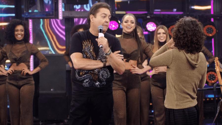 Faustão brinca com suas dançarinas e cita até Datena no Domingão - Reprodução/TV Globo