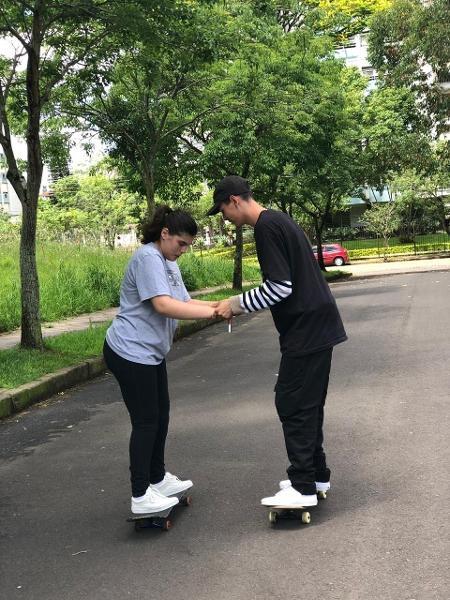 Paulinha tem um tipo raro de epilepsia e durante muito tempo não conseguiu andar de skate por conta da doença, que gera convulsões - Arquivo pessoal