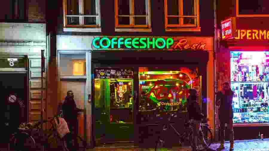 Coffee shop em Amsterdã - iStock