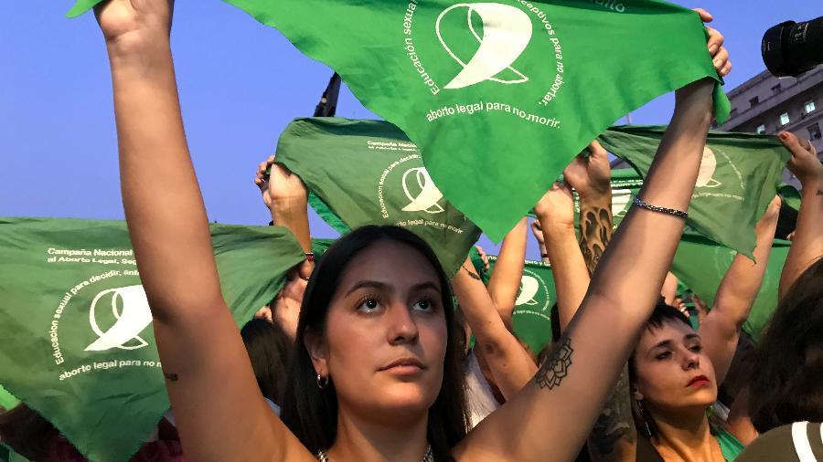 Mulheres fazem manifestação na Argentina pró-aborto - Luciana Taddeo