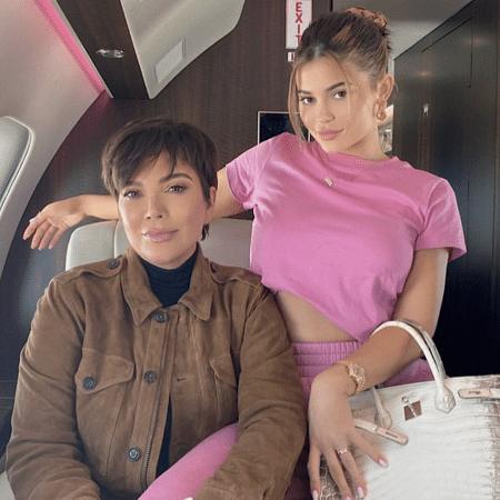 Kylie Jenner ao lado da mãe com bolsa da grife Hermès avaliada em R$ 1,4 milhão - Reprodução/Instagram
