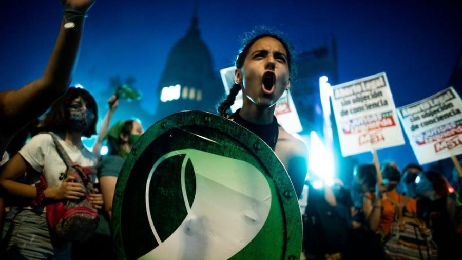 A Argentina se soma ao pequeno grupo de países latino-americanos onde o aborto é descriminalizado - Tomas Cuesta/Getty Images