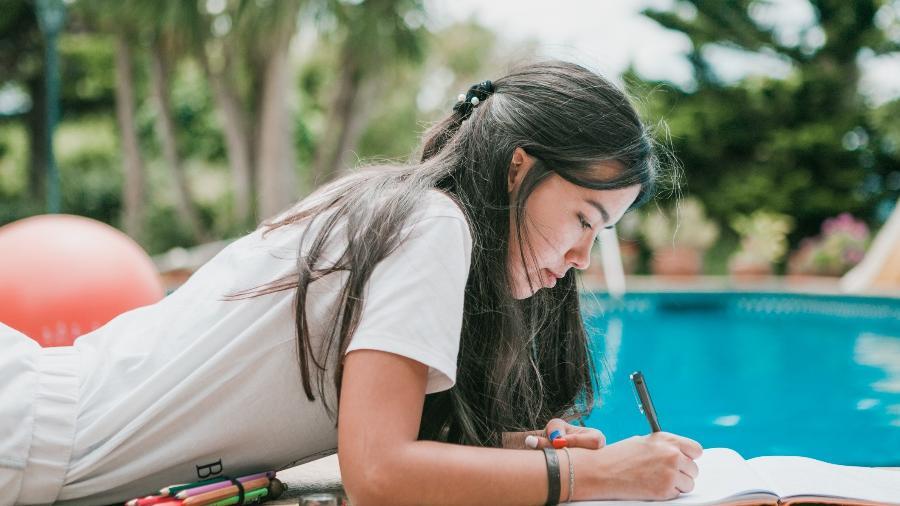 Lettering é ótimo hobby para relaxar e aliviar a ansiedade na pandemia - Getty Images