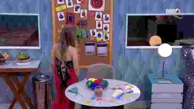 """Carla Diaz classificou Projota como """"suspeito"""" e Gilberto como """"falso"""" após ouvir conversas no quarto secreto do """"BBB21"""" - Reprodução/ Globoplay - Reprodução/ Globoplay"""