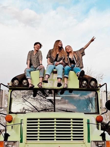 Bekah, Abi e Morgan compraram um ônibus para viajar pelos EUA - Reprodução