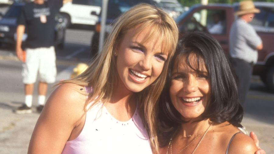 Britney Spears com a mãe, Lynne Spears, em 1999 - Getty Images