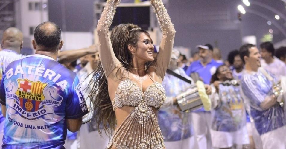 14.jan.2015 - Lívia Andrade também participou do ensaio da Gaviões da Fiel no sambódromo do Anhembi, em São Paulo, na noite desta quinta-feira