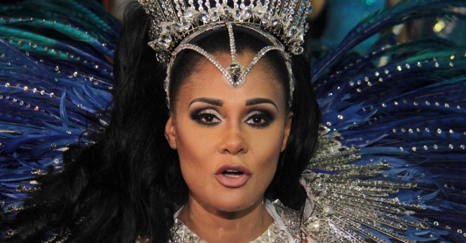 5.fev.2016 - A angolana Carmem Mouro estreia como rainha de bateria da Pérola Negra